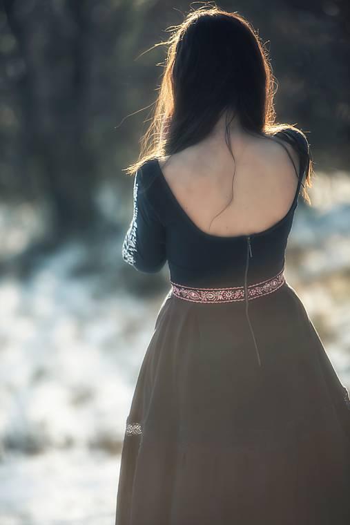 tmavomodré šaty Poľana