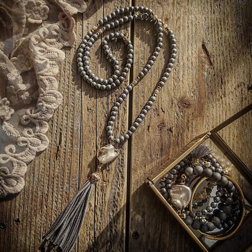 Náhrdelník z riečnych perál a achátu