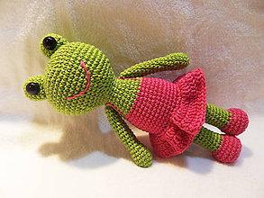 Hračky - Milá háčkovaná žabka v šatočkách - 25cm - 11467651_