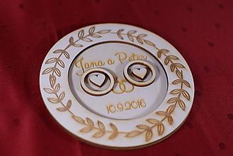 Darčeky pre svadobčanov - Drevený podnos vankúšik na obrúčky gravirovaný 2 - 11467461_