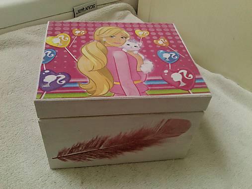 Krabička Barbie.