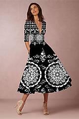 """Šaty - FLORAL FOLK """" Slovenská ornamentika """", spoločenské šaty v dĺžke midi (biela + malinový akvarel kosoštvorec) - 11471180_"""