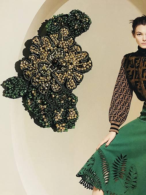 Brošňa kvet zelený
