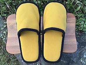 Obuv - Žlté papuče s čiernym lemom - 11473553_