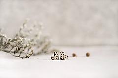 Drevené náušnice Srdiečka bodky