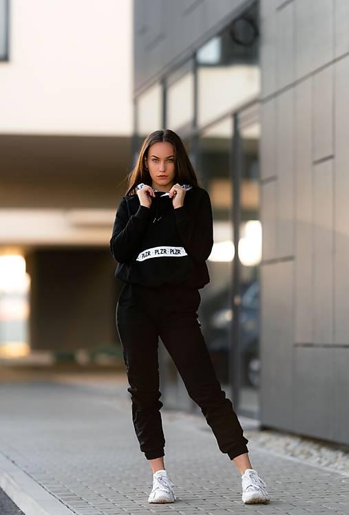 Mikina s kapucňou čierna