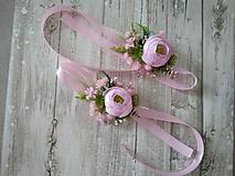 Kytice pre nevestu - svadobný náramok ružový so zeleňou - 11476258_