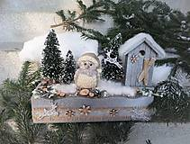 Dekorácie - Zimná horská dekorácia so sovičkou - 11480279_