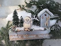 Dekorácie - Zimná horská dekorácia so sovičkou - 11480281_