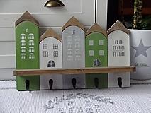 Nábytok - Zelený domčekový vešiak - 11480752_