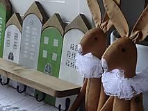 Nábytok - Zelený domčekový vešiak - 11480753_