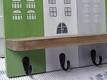 Nábytok - Zelený domčekový vešiak - 11480754_