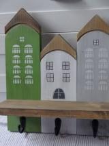Nábytok - Zelený domčekový vešiak - 11480755_