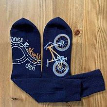 """Obuv - Maľované čierne ponožky s bicyklom a menom (S nápisom """"Dnes je skvelý deň"""") - 11479422_"""
