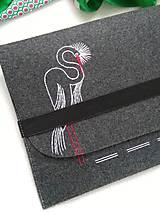 Na notebook - Volavka (ručne vyšívaná taška) - 11484174_