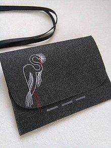 Na notebook - Volavka (ručne vyšívaná taška) - 11484172_