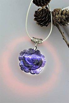 Náhrdelníky - fluorit prívesok - aura kvet z hlbín zeme - 11484649_
