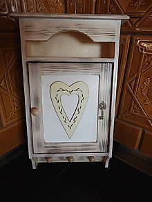 Nábytok - Skříňka na klíče - srdce a klíč - 11484591_