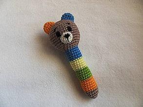 Hračky - Macko - háčkovaná hrkálka pre najmenších - 11483627_