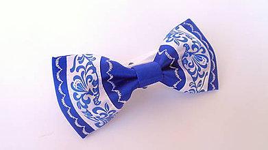 Doplnky - Pánsky folklórny motýlik s výšivkou - kráľovská modrá - 11486398_