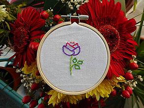 Dekorácie - Ručně vyšívaná květina - 11487422_