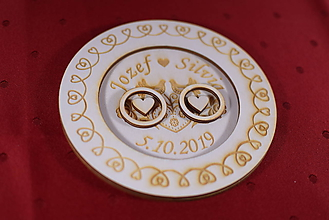 Darčeky pre svadobčanov - Drevený podnos vankúšik na obrúčky gravirovaný 8 - 11485499_