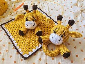 Hračky - Háčkovaný mojkáčik a hrkálka žirafka - 11489311_