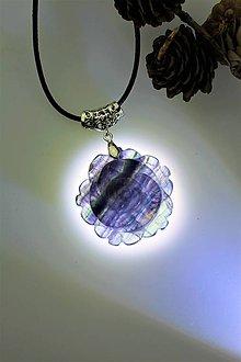 Náhrdelníky - fluorit prívesok - kamenný kvet - 11490794_