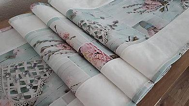 Úžitkový textil - Stredový obrus (Hyacinty.bahniatka.srdiečka na dreve .biela kombinácia s lemom) - 11491736_