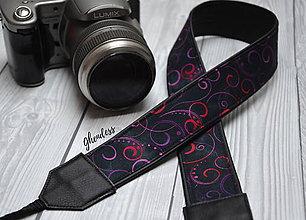 Iné doplnky - Popruh na fotoaparát - Purple scrolls - 11492936_