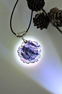 Náhrdelníky - fluorit prívesok - kvet z kameňa - 11491434_
