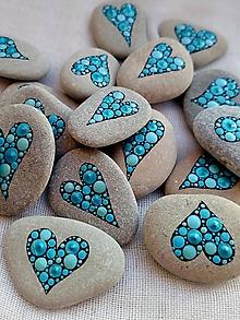 Dekorácie - Modré trblietky z Baltiku - Na kameni maľované - 11494647_