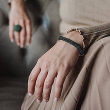 Náramky - SNAKE tmavozelený elegantný náramok s kovovým leskom - 11491698_
