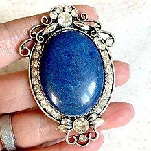 Odznaky/Brošne - Filigree Lapis Lazuli Brooch / Filigránová brošňa s lazuritom v starostriebornom prevedení - 11498364_