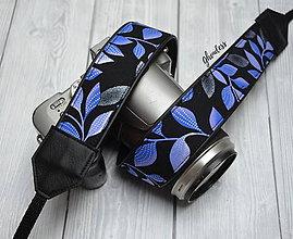 Iné doplnky - Popruh na fotoaparát - Fialové lístky s perletí - 11497169_