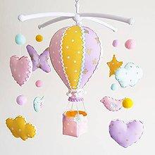Detské doplnky - Kolotoč nad postieľku pastelový let balónom - 11497941_