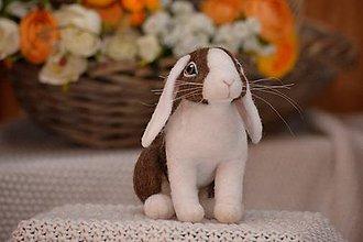 Dekorácie - Holandský králik hnedý, z plsti - 11497492_