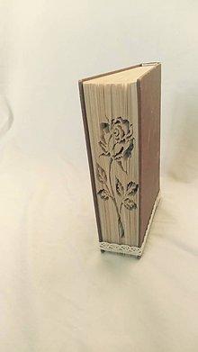 Dekorácie - Ruža 3 - vyskladaná z knihy - 11495162_