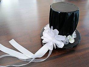 Dekorácie - Klobúk na svadobné auto - 11496645_