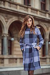 Kabáty - Fialový kostkovaný kabát s kapucí - 11500743_