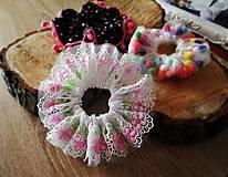 Detské doplnky - Scrunchie gumička do vlasov - čipka Rose - 11499656_