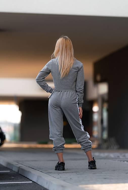 Teplákové nohavice s lampasom šedé