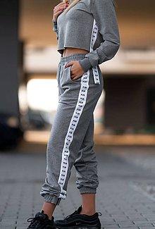Nohavice - Teplákové nohavice s lampasom šedé (L) - 11502082_