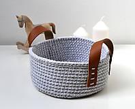 Košíky - Háčkovaný košík bavlnený s koženými uškami - 11502813_