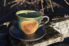 Nádoby - šálka zelená medienková s kvetinkami - 11502845_