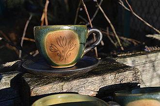 Nádoby - šálka zelená medienková s kvetinkami - 11502848_