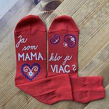 """Obuv - Maľované ponožky s nápisom: """"Ja som MAMA / kto je VIAC?"""" - 11505190_"""
