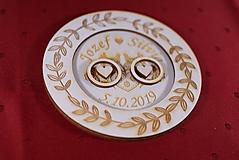 Prstene - Drevený podnos vankúšik na obrúčky gravirovaný 9 - 11502534_