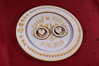 Darčeky pre svadobčanov - Drevený podnos vankúšik na obrúčky gravirovaný 11 - 11502543_