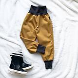 Detské oblečenie - Softshellové nohavice horčicové prechodné (jarné) - 11507472_